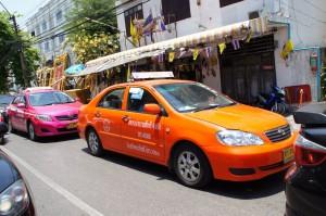 Chaotischer Verkehr in Thailand